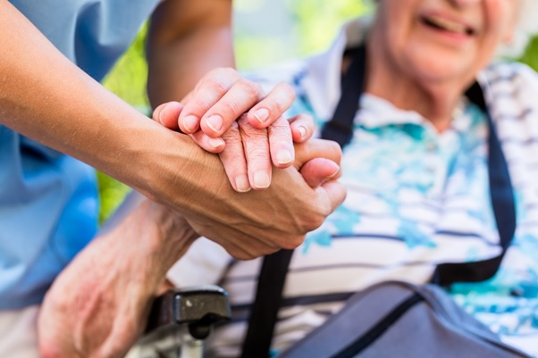 4 Signs It's Time to Think About Assisted Living for Your Loved One