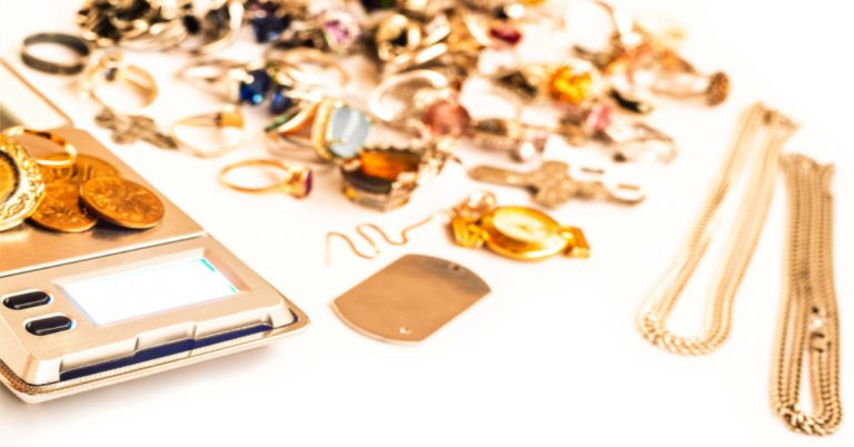 4 Reasons Why You Should Go To A Pawnbroker For A Cash Loan